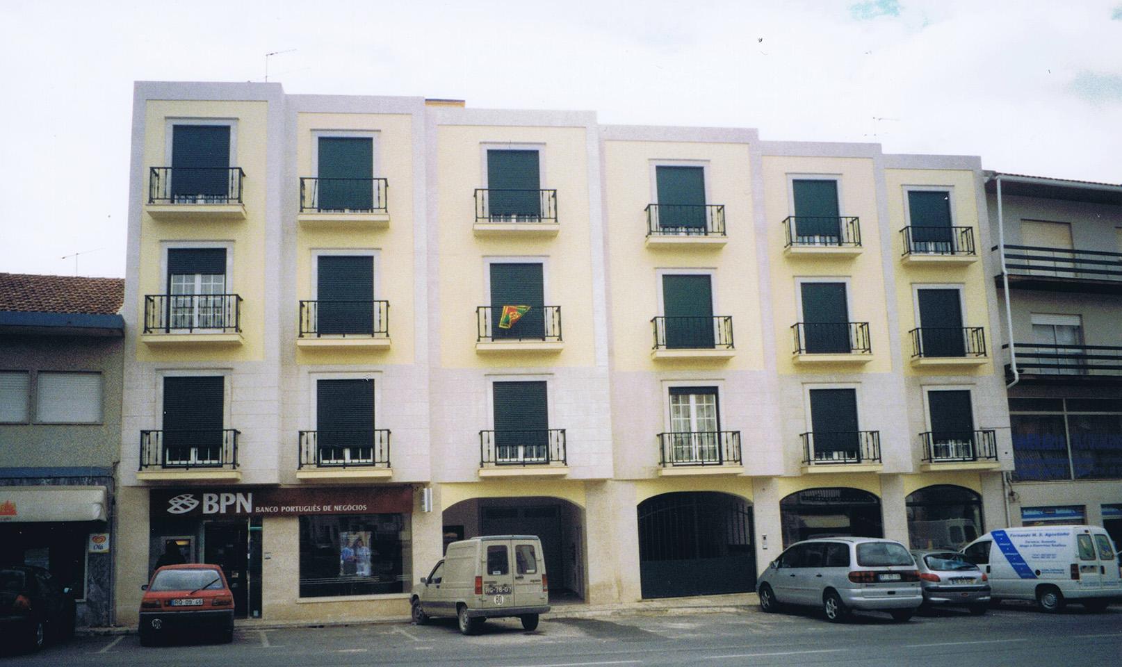 Edifício Multifamiliar – Rua Alto da Vila – Benedita